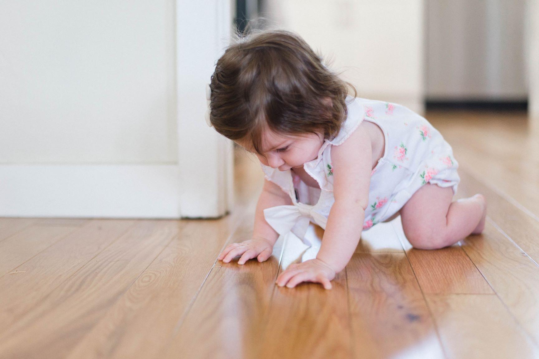 niña movimiento en montessori